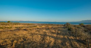 Beautiful oceanfront lot in Loreto!